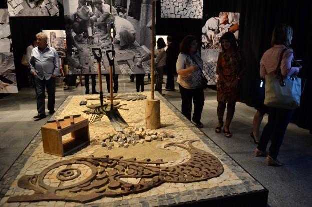 A exposição Tatuagens Urbanas e o Imaginário Carioca mostra a história das pedras portuguesas desde a sua contrução (Fernando Frazão/Agência Brasil)