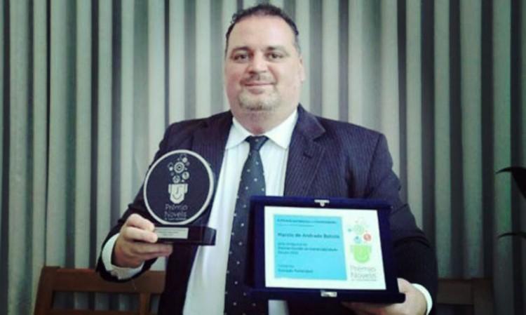 """Conheça o primeiro professor brasileiro a concorrer ao """"Nobel"""" da educação"""