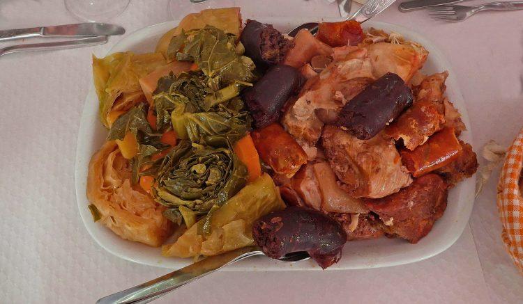 """As carnes e os enchidos que fazem parte do tradicional """"cozido à portuguesa"""""""