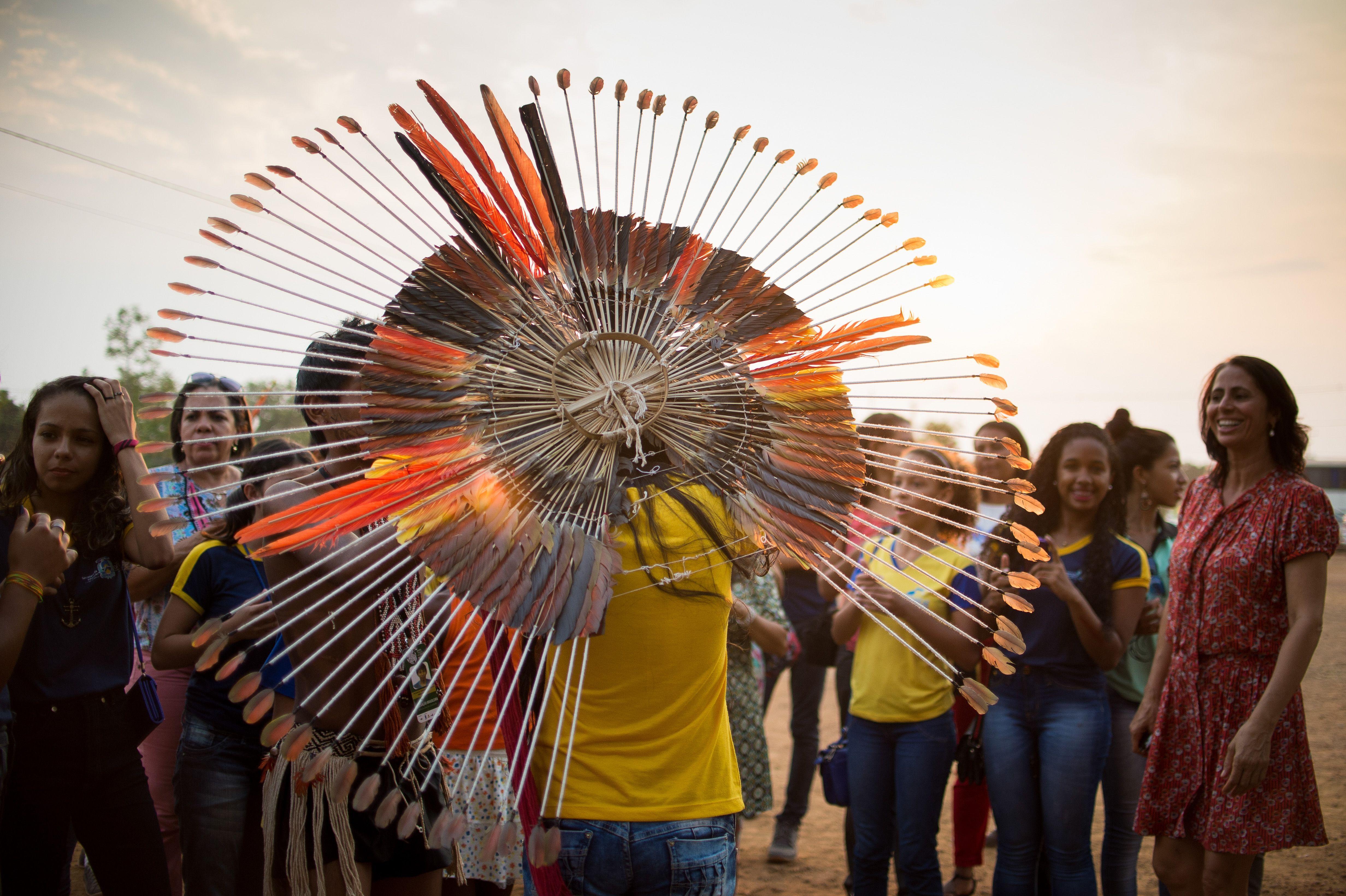 Palmas/TO- Índios Karajá Xambioá se reúnem em área próxima a Aldeia Okara, onde as etnias brasileiras estão hospedadas ( Marcelo Camargo/Agência Brasil)
