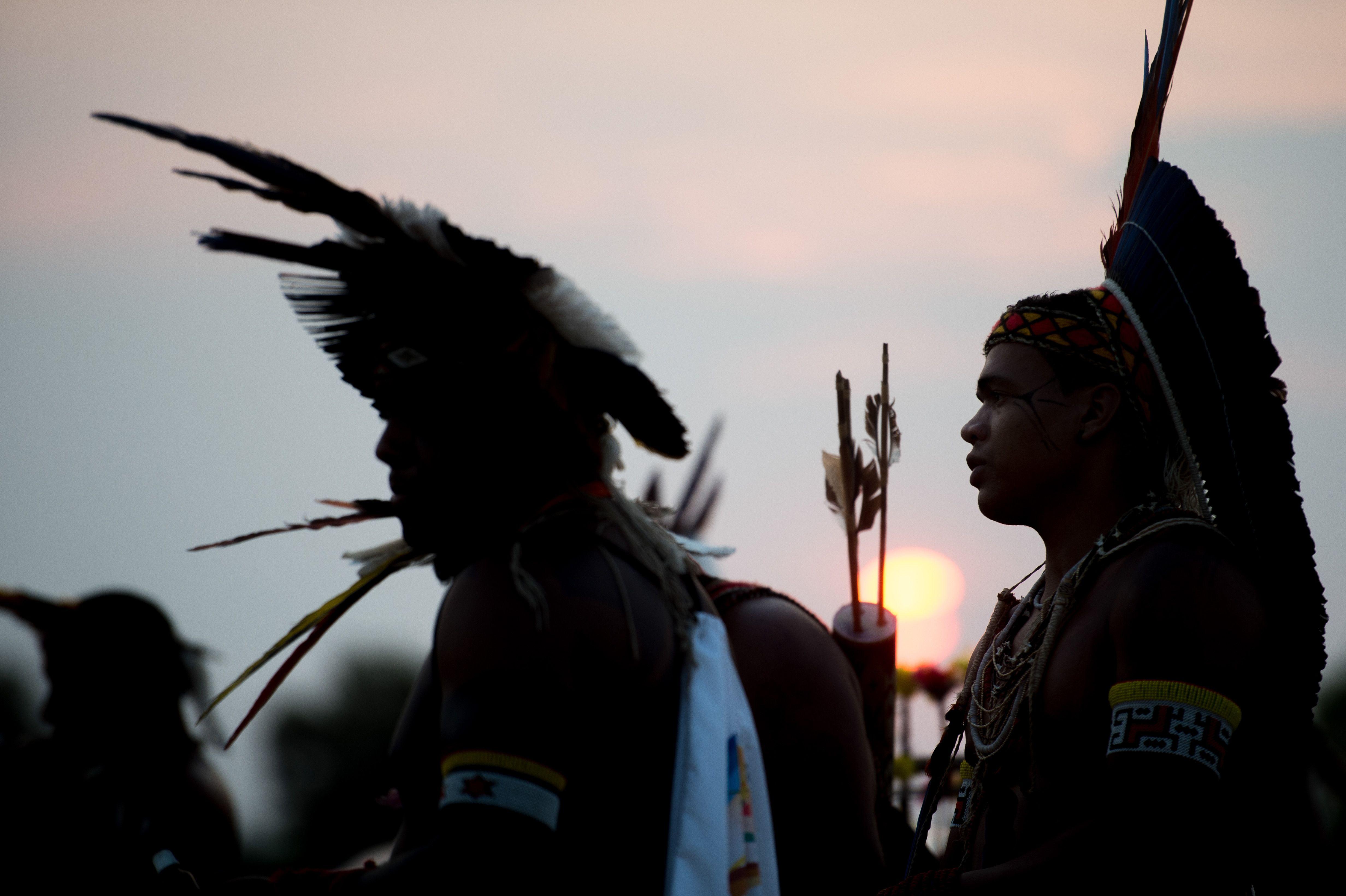 Palmas/TO Índios Pataxó se reúnem em área próxima a Aldeia Okara, onde as etnias brasileiras estão hospedadas ( Marcelo Camargo/Agência Brasil)