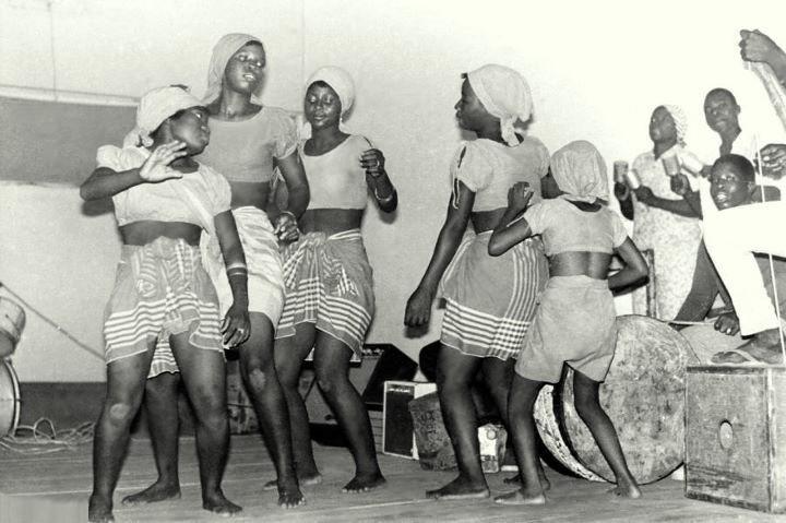 Dançarinas de marrabenta em Lourenço Marques, Janeiro de 1970.