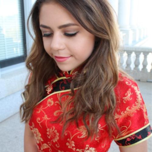 adolescente usa vestido chines