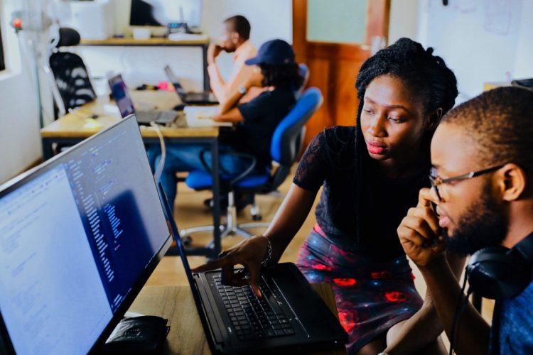 jovens mocambicanos